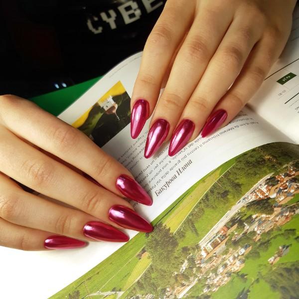 Мода на сверкающие ногти стала одним из последних новинок и все продолжает радовать своих обладательниц.