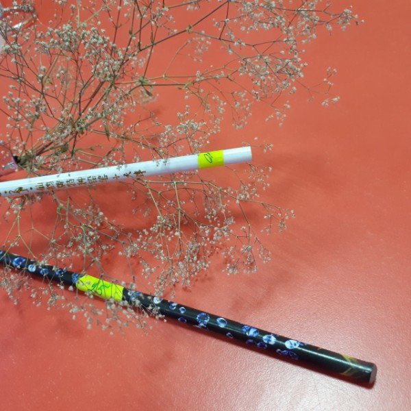 Помощники: восковые карандаши