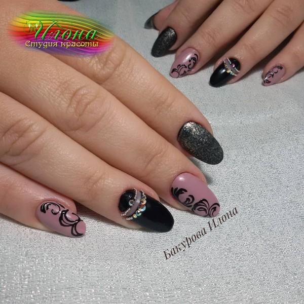 Каждый пальчик сделан по-своему, но и в общем стиле.